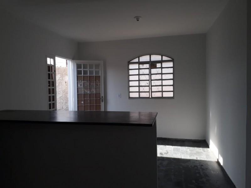QUADRA 1 - Casa 03 quartos independente + 03 kits alugadas por R$ 1050,00 mensal (todas)!