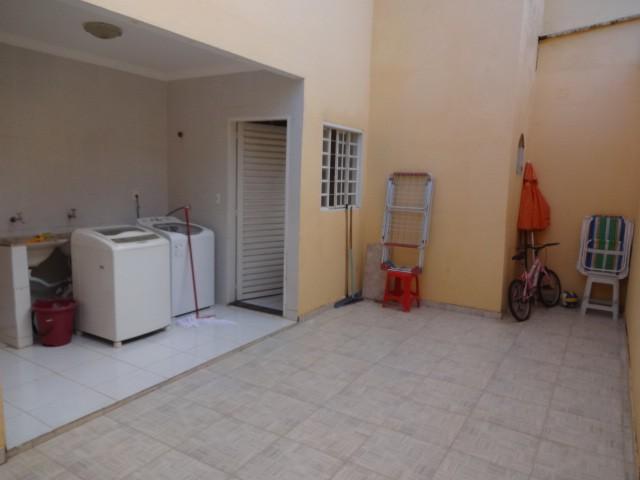 QS 12 - Casa com 5 quartos, sendo 2 suíte, aceita financiamento!
