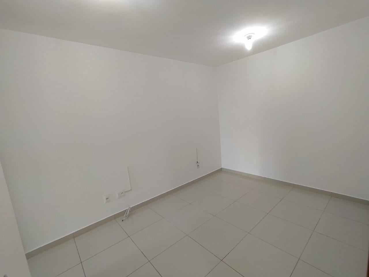 AC 2 - Apto 02 quartos com armários e iluminação natural!