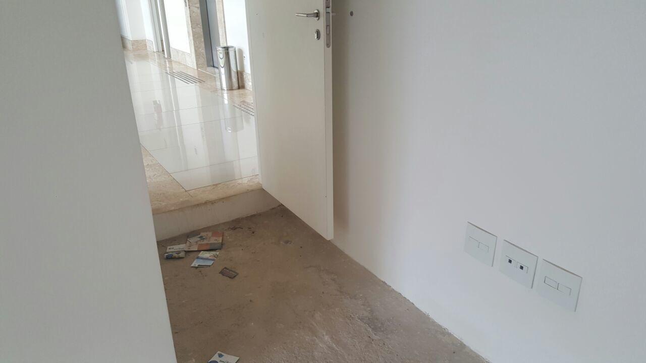 Sala Comercial 34m2, original, banheiro e vaga de garagem, Asa Norte - DF
