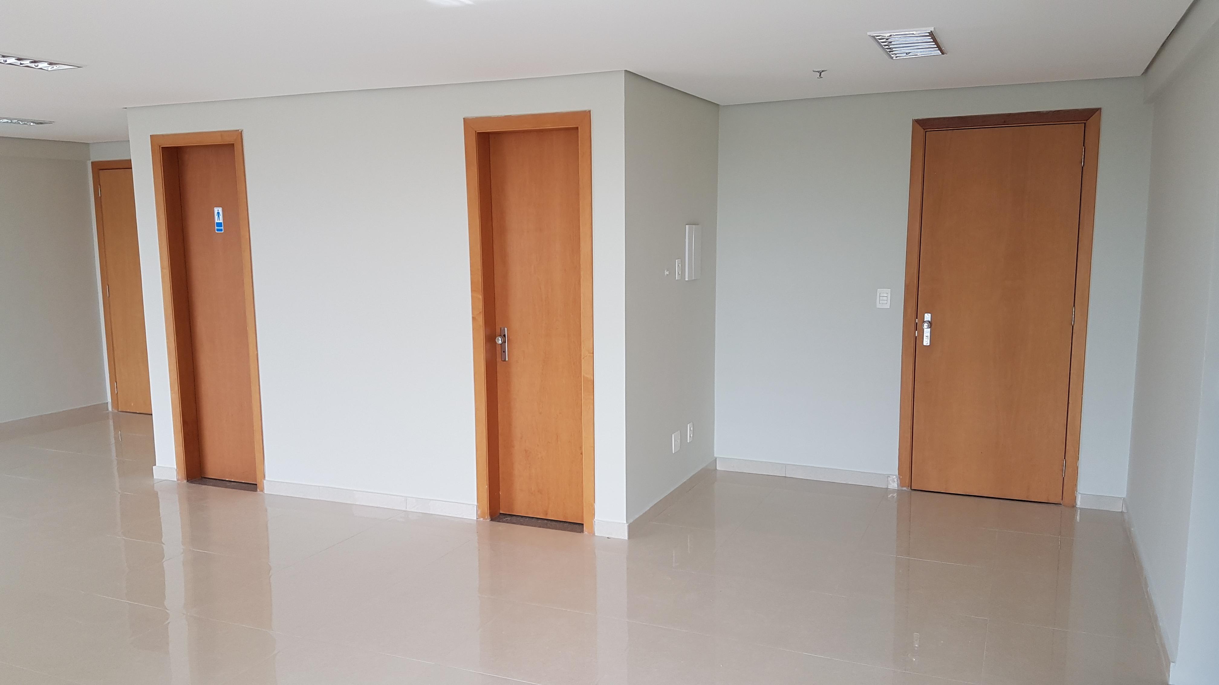 Salas comerciais na Asa Sul, 81m2, reformada, ar condicionado, 2 banheiros e 3 vagas
