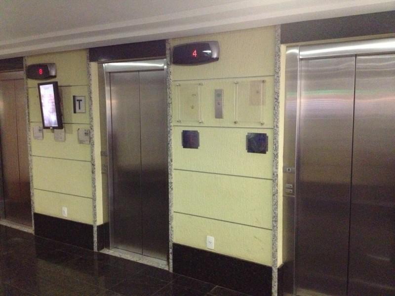 Vendo/Alugo sala comercial 27m2, banheiro, vaga de garagem, Asa Sul - DF