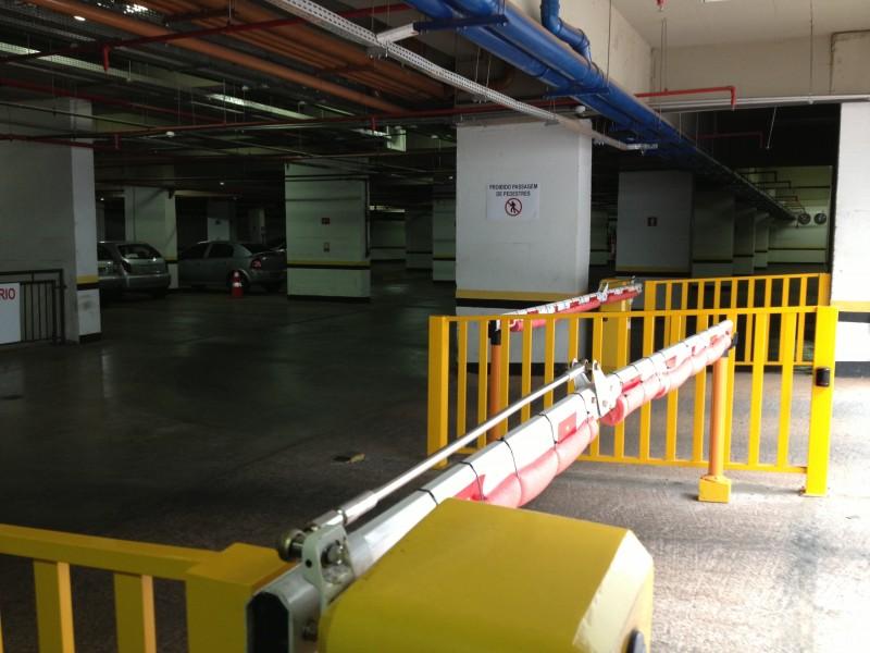 Sala Comercial 27m2, nascente, ar condicionado, armário, Asa Sul DF