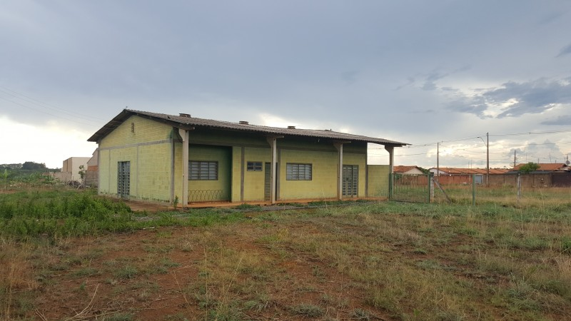 Vendo ótima área de 11.700m2, com 2 galpões grandes e uma casa em Alexânia - GO
