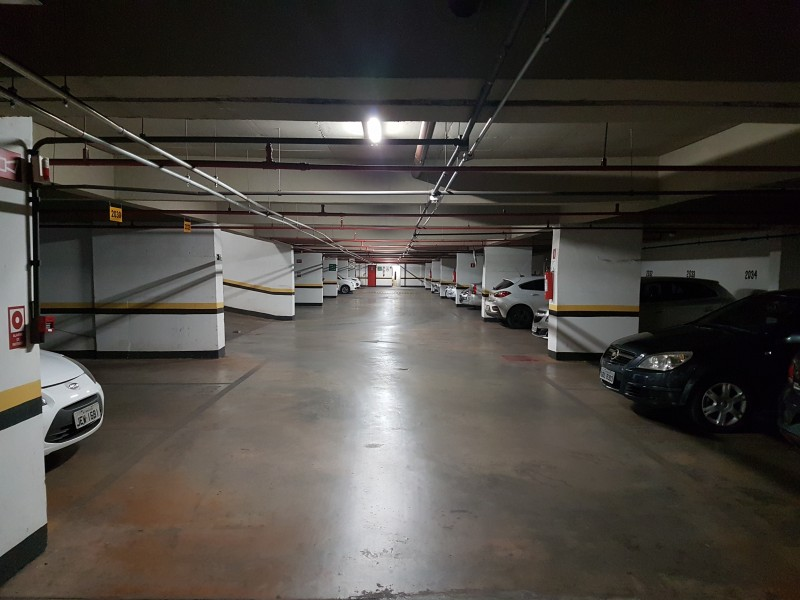 Sala Comercial 27m2, nascente, andar alto, ar condicionado e vaga dupla - Asa Sul