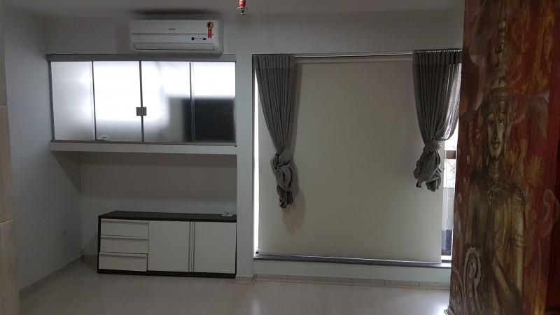 Vende/Aluga sala comercial que tem até chuveiro? Eu quero!