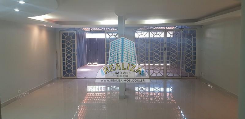 703 SUL,FRENTE PARA W3 ,04 QUARTOS,CASA REFORMADA,ACABAMENTO DE 1ª, 303 M/² área construída