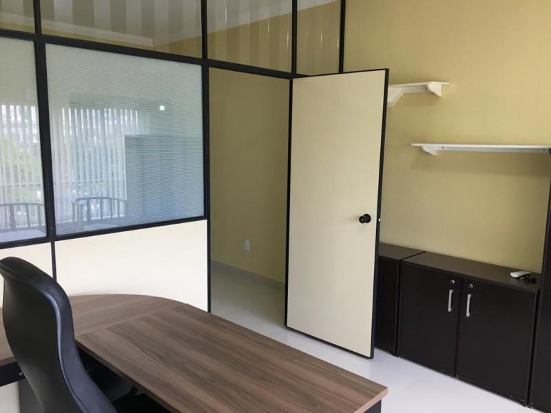 Sala Mobiliada Excelente no Edifício José Severo, 5o Andar, Canto, Nascente!