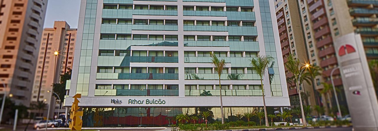 FLAT PARA LOCAÇÃO NO EDIFÍCIO ATHOS BULCÃO DE 29M², NO 7º ANDAR, À R$ 2.400,00