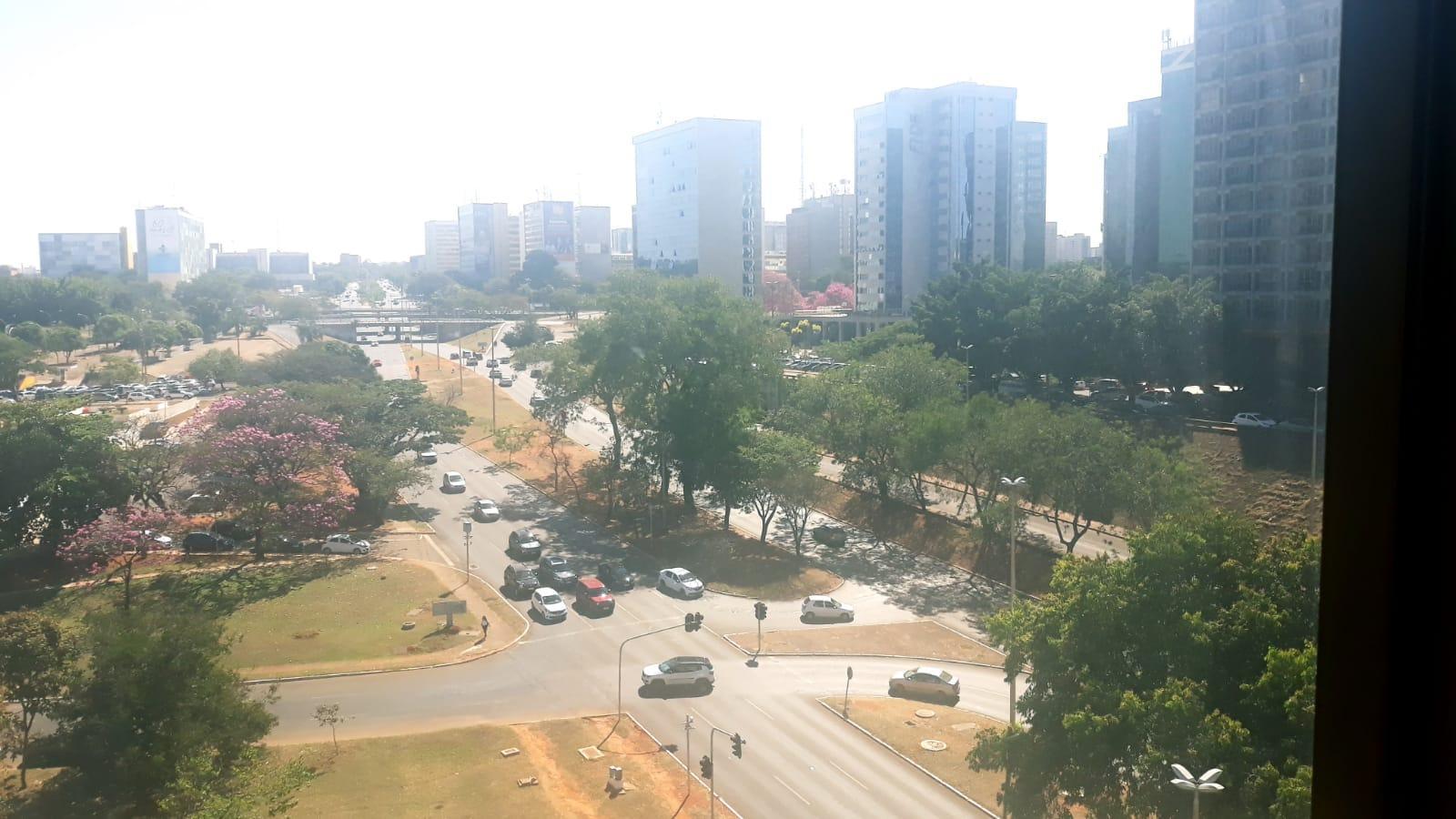 Alugo sala 27m², andar alto, Setor de Autarquias Sul, vaga dupla, Asa Sul, Brasília - DF