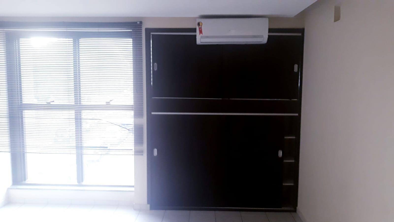 Alugo ótima sala 27m², ar condicionado, armários, Setor de Autarquias Sul, Asa Sul