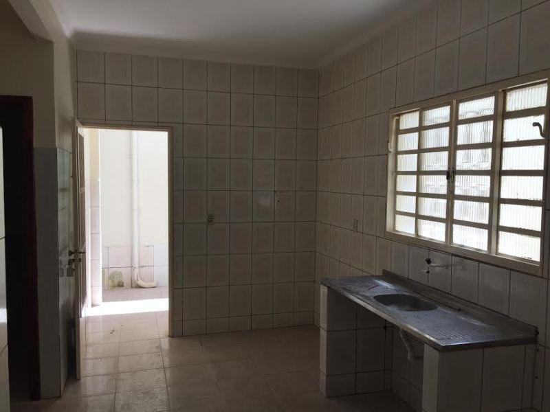 QUADRA 406 VENDO/TROCO SOBRADO ALUGADO 95595421