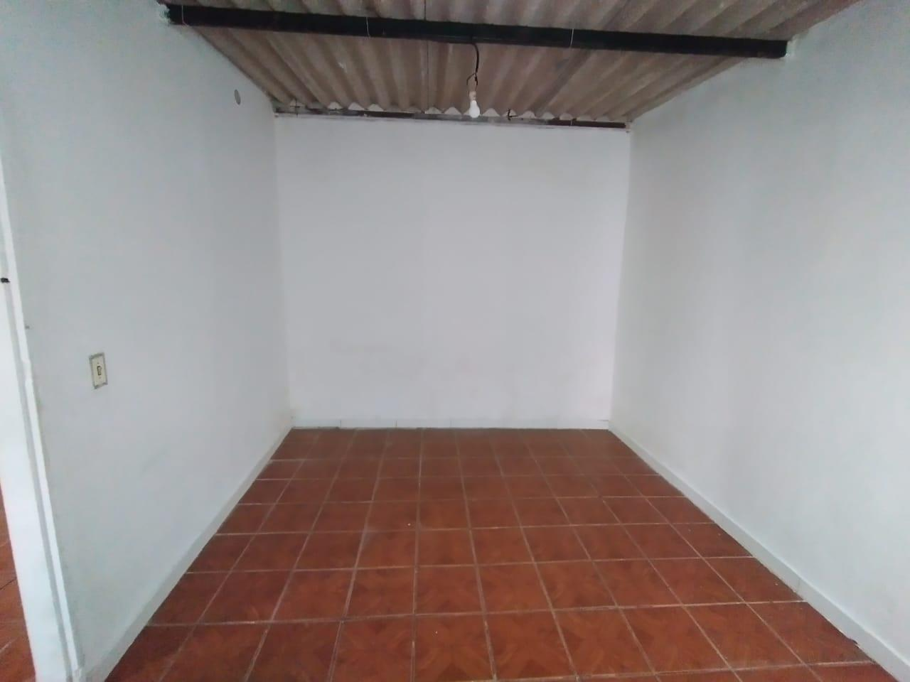 Casa de 02 quartos com dependência nos fundos na Qd 01 Conj A Setor Norte Gama-DF