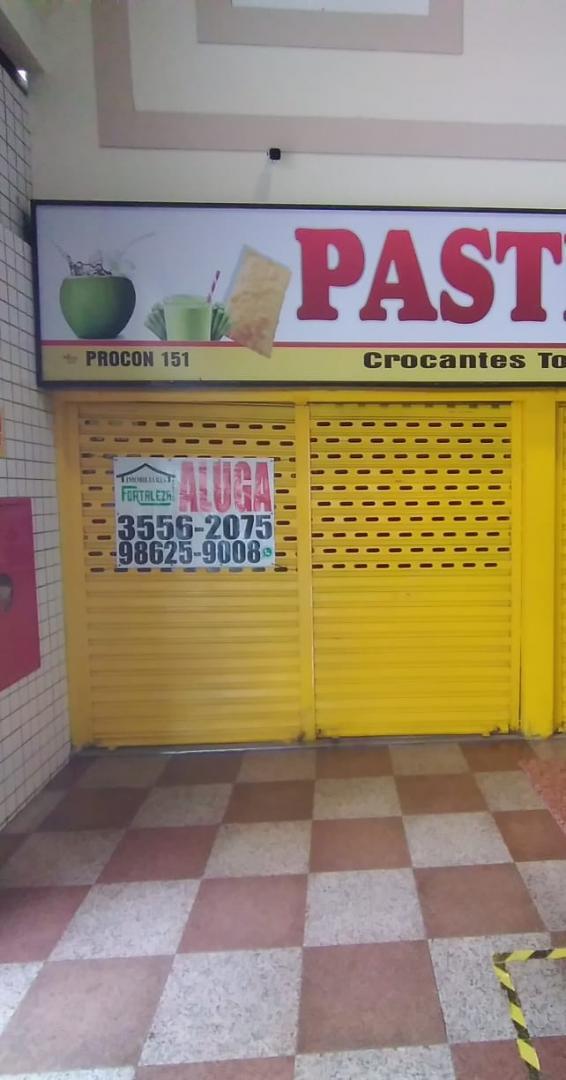 Loja com mezanino na praça de alimentação do Gama Shopping.